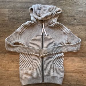Lulu Lemon zip up sweater! SIZE 8